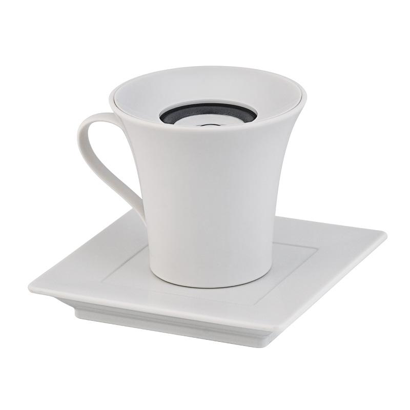 Колонка в форме кофейной чашки с блюдцем